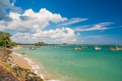 Onaangeroerd tropisch strand in Sri Lanka Royalty-vrije Stock Foto's