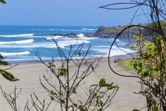 Onaangeroerd zandig strand Stock Afbeeldingen