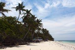 Onaangeroerde tropische strandkustlijn, turkooise mening van overzeese wi royalty-vrije stock foto