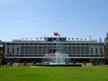 Onafhankelijkheidspaleis Ho-Chi-Minh-Stad Vietnam en fontein royalty-vrije stock foto's