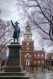 Onafhankelijkheidszaal en John Barry-standbeeld - Philadelphia, Pennsylvania, de V.S. royalty-vrije stock foto's