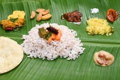 Onam Sadhya mit brauner matta Reisform Kerala Indien stockbild