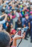 Onbekende Mensen die Foto's met Camera nemen royalty-vrije stock afbeeldingen
