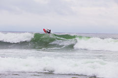 Onbekende Surfer het Surfen Golf Stock Foto's