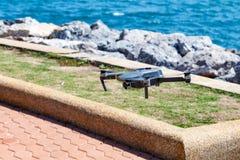 Onbemande lucht vehical met videocamera hangt in de lucht Thi Royalty-vrije Stock Fotografie