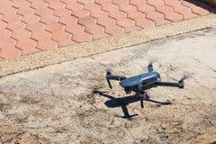 Onbemande lucht vehical met videocamera hangt in de lucht Thi Royalty-vrije Stock Afbeelding