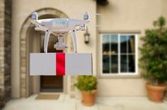 Onbemande UAV Quadcopter van het Vliegtuigensysteem Hommel die Gift leveren stock afbeeldingen