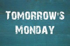 Oncept ` s Poniedziałek, Jutro - frazuje pisać na starym zielonym backgrou Fotografia Royalty Free
