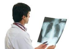 Oncoloog met borströntgenstraal Stock Afbeelding
