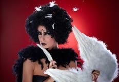 Ond kvinna med ängelvingar Royaltyfri Foto