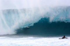 Onda 3 do surfista de Banzaii Pipline Fotografia de Stock Royalty Free