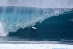 Onda 4 do surfista de Banzaii Pipline Imagens de Stock