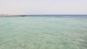 Onda bianca della schiuma sul mare stock footage