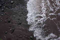 Onda che raggiunge spiaggia, Madera Fotografia Stock Libera da Diritti