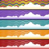 Onda con el conjunto del fondo de las nubes Fotografía de archivo