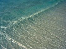 Onda da praia de turquesa foto de stock