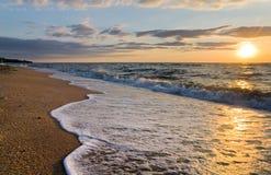 Onda da ressaca do por do sol do mar Foto de Stock