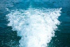 Onda de água atrás do barco Fotografia de Stock