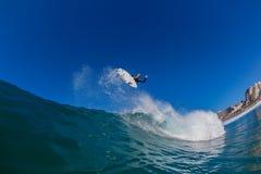 Onda de aire de la persona que practica surf     Fotos de archivo libres de regalías