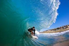 Onda de la depresión del foco de la persona que practica surf   Foto de archivo