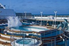 Onda de la piscina del barco de cruceros Fotos de archivo libres de regalías