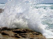 Onda de la resaca del mar en verano imagen de archivo libre de regalías