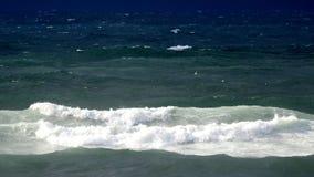 Onda de la resaca del mar en verano fotografía de archivo