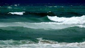 Onda de la resaca del mar en verano fotos de archivo
