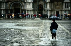Onda de marea en Venecia foto de archivo libre de regalías