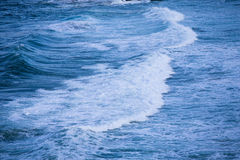Onda de oceano azul imagens de stock