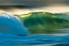 Onda de oceano no nascer do sol Foto de Stock