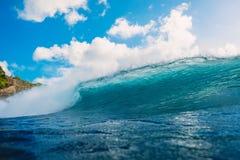 Onda del barril del océano en el océano Onda grande para practicar surf Fotos de archivo