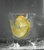 Onda del chapoteo del limón abajo Fotografía de archivo