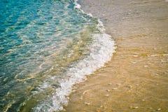 Onda del mar en el borde del agua Imagen de archivo libre de regalías