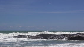 Onda del mar en la playa metrajes