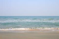 Onda del mar en la playa de la arena Fotografía de archivo libre de regalías