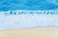Onda del mar en la playa de la arena Fotos de archivo libres de regalías