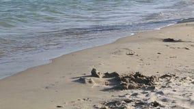 Onda del mar y playa de la arena almacen de metraje de vídeo