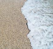 Onda del mare e spiaggia sabbiosa Fotografie Stock Libere da Diritti