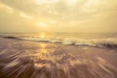 Onda del mare ed arancia del cielo Fotografia Stock Libera da Diritti