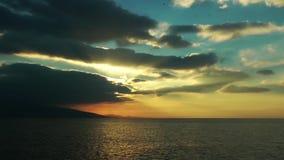 Onda del mare nei raggi del sole archivi video