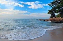 Onda del mare sulla sabbia Fotografia Stock Libera da Diritti