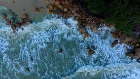 Onda del mare a Telok Cempedak archivi video