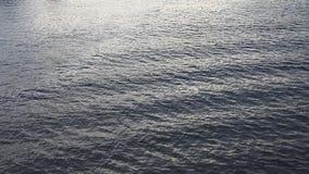 Onda del río en luz de la mañana del río Foto de archivo libre de regalías