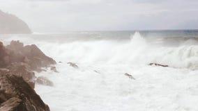 Onda della spagna dell'oceano della spiaggia stock footage