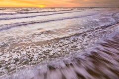 Onda della spuma del mare, fotografata con il longexposure, Mar Nero, Anapa, Russia Fotografie Stock