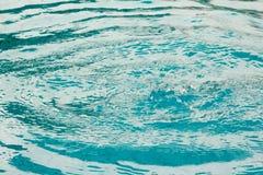 Onda di acqua blu nello stagno Fotografia Stock