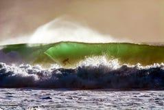 Onda di guida del surfista immagine stock libera da diritti
