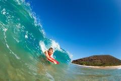 Onda di oceano blu praticante il surfing Fotografia Stock Libera da Diritti