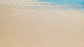 Onda di oceano blu sulla spiaggia sabbiosa, fondo dell'acqua di mare, concetto di vacanza immagini stock libere da diritti